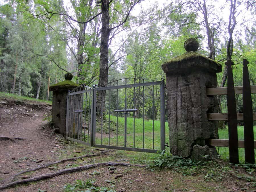 Pitkäniemen hullujen hautausmaa